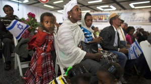 Äthiopische Juden auf dem Flughafen von Tel Aviv