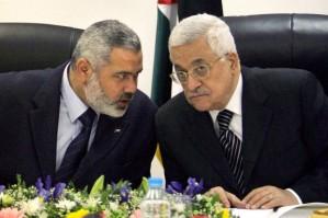Hamas-Führer Ismail Haniyeh u Mahmud Abbas auf einem Archivfoto von 2007