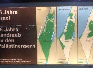 Israel-kritischen Plakate am Zürcher Hauptbahnhof.