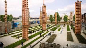 Stahlstützen ehemaliger Industriebauten in Turin. Der 2012 fertig gestellte Park ist mit der Stadt verzahnt