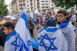 Am Mittwochabend, 30. Juli, standen die Menschen bereits in Genf für Israel ein (im Bild)