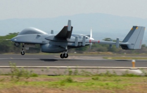 Eine Drohne des Typs Heron TP - dieses Modell kann eine Waffenlast von bis zu einer Tonne tragen