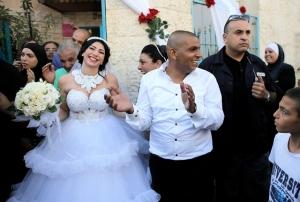 Demonstranten mussten 200 Meter Abstand halten: Eine gebürtige Jüdin heiratet einen Muslim. (17. August 2014) Bild: Reuters
