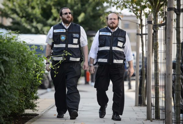 Auf den Strassen in London patrouillieren im Stadtteil Stamford Hill Mitglieder einer jüdischen Bürgerwehr. Sie nennen sich «Shomrim» (hebräisch für Beschützer) und sind 25 Mann stark.