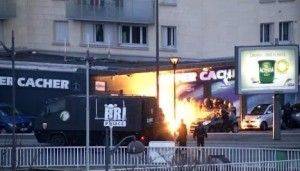 thumb-for-terror-in-frankreich-hier-stuermt-die-polizei-den-koscheren-lebensmittelladen