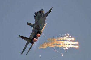 Israel airforce F15 airplane called Raam fires flares. June 28 2011. Photo by Ofer Zidon/Flash90 *** Local Caption *** F15 I øòí çéì äàååéø çéì äàåéø îèåñ