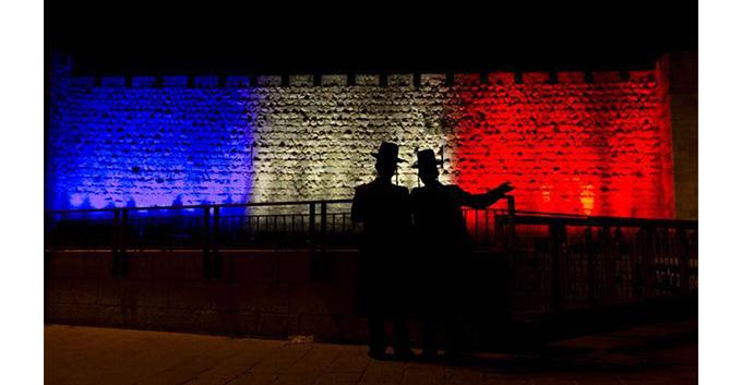 Paris_Zeichen_gegen_Terror