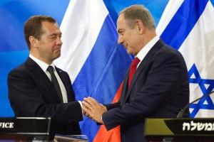 Der russische Premier Medwedew mit seinem israelischen Kollegen Netanjahu in Jerusalem. (Foto: dpa)