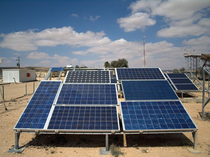 1280px-Photovoltaic_arrays_at_the_Israeli_National_Solar_Energy_Center